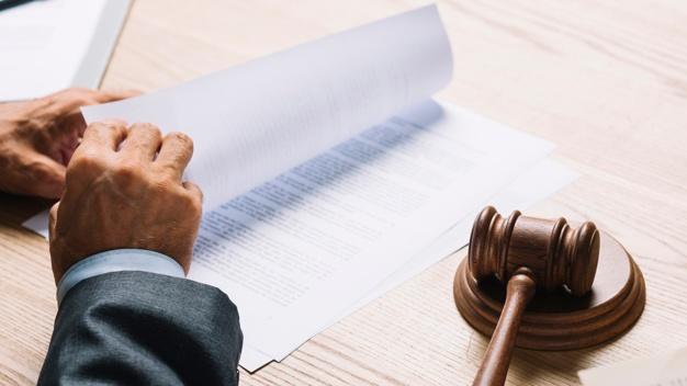 Recebi uma notificação judicial no consultório. O que faço agora?